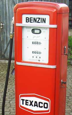 Es ist wieviel die Liter des Benzins auf 100 km der Toyota